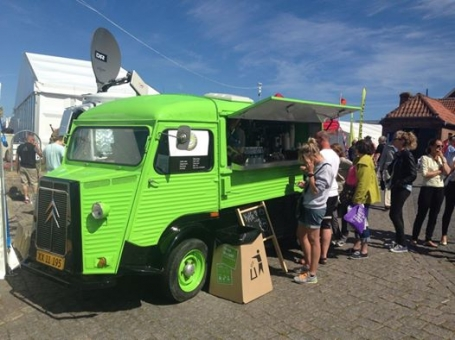 Coffee van serving barista coffee to the crowd. Citroën HY - Kalles Kaffe