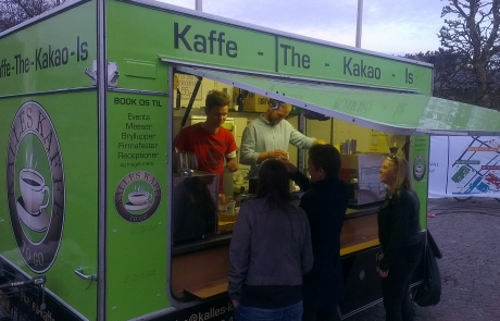 Kaffevogn servere kaffe til Ironman på Amager Strand - Kalles Kaffe