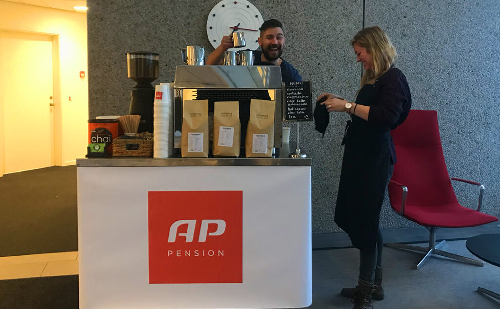 rullebord der serverer kaffe for AP pension