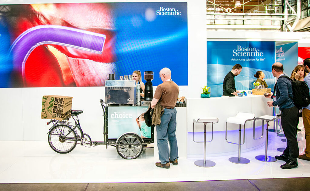 Kaffecykel setup på messestand for Boston scientific